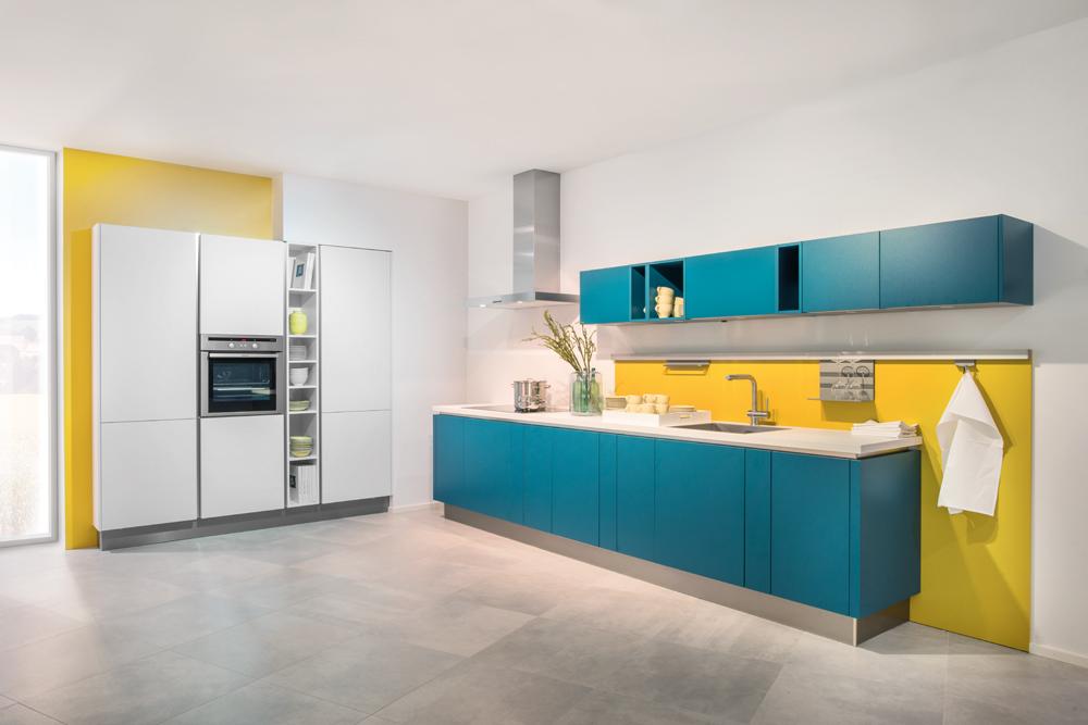 Cocina diseño azul turquesa aplicación amarillo Sevilla